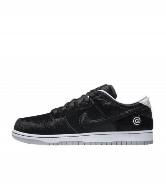 ZAPATILLAS NIKE DUNK LOW SB X MEDICOM TOY