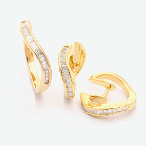 Serene Wave Diamond Earrings - Yellow Gold