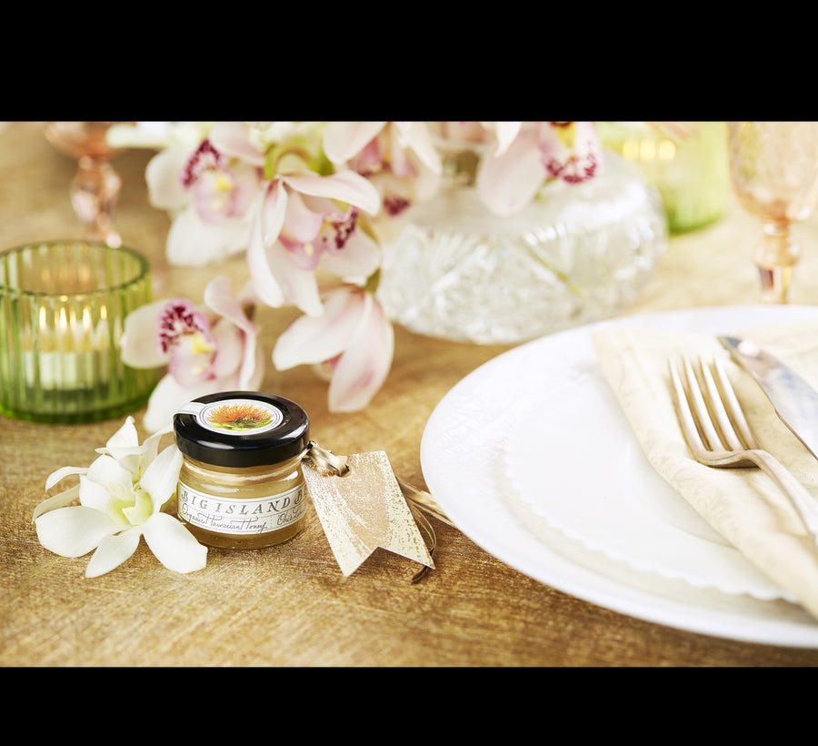 sweet wedding favors honey jar at place setting
