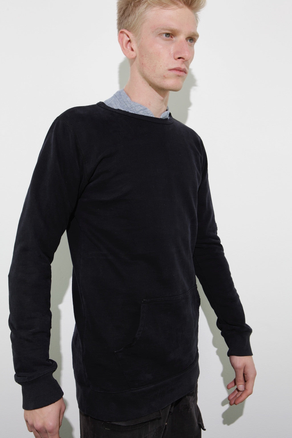 SLIM FIT TEE W/ POUCH AND RIBBING