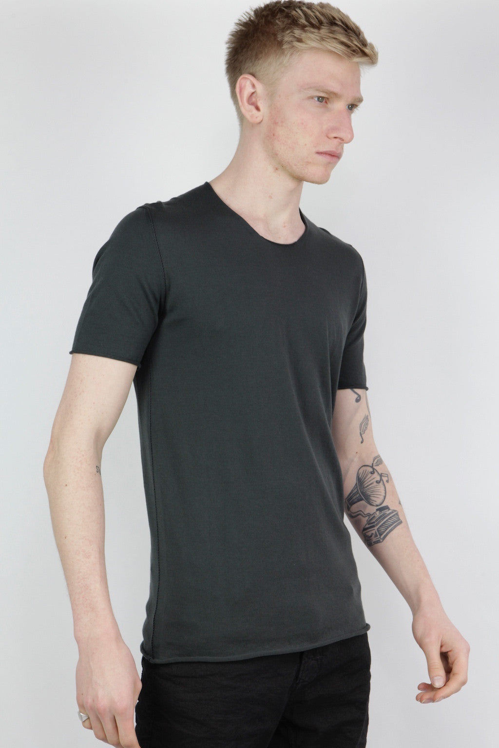 embroidery seam t shirt