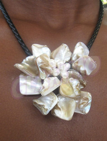 Cream single flower mother-of-pearl necklace #mop3024