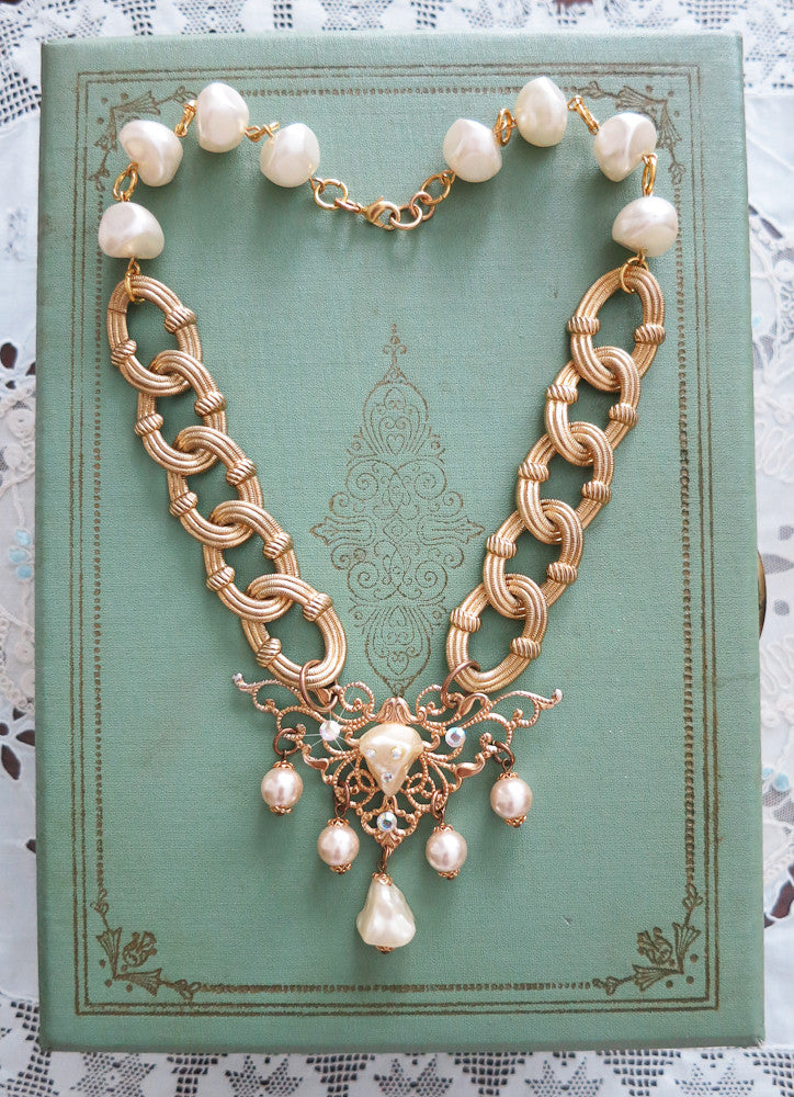 Dazzling Gold With Pearl Necklace