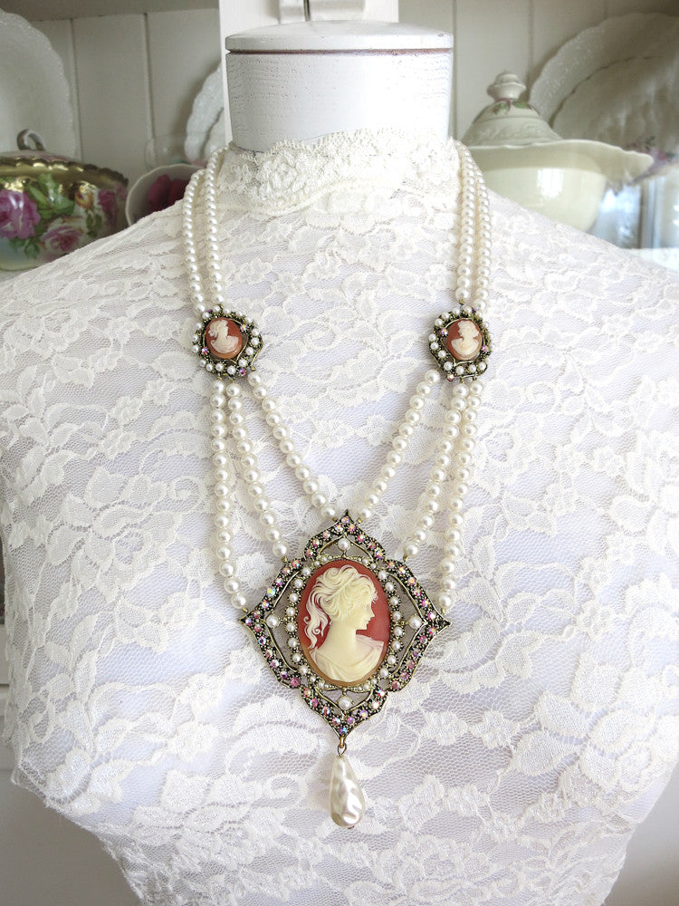 Fabulous Cameo Necklace With Pearls