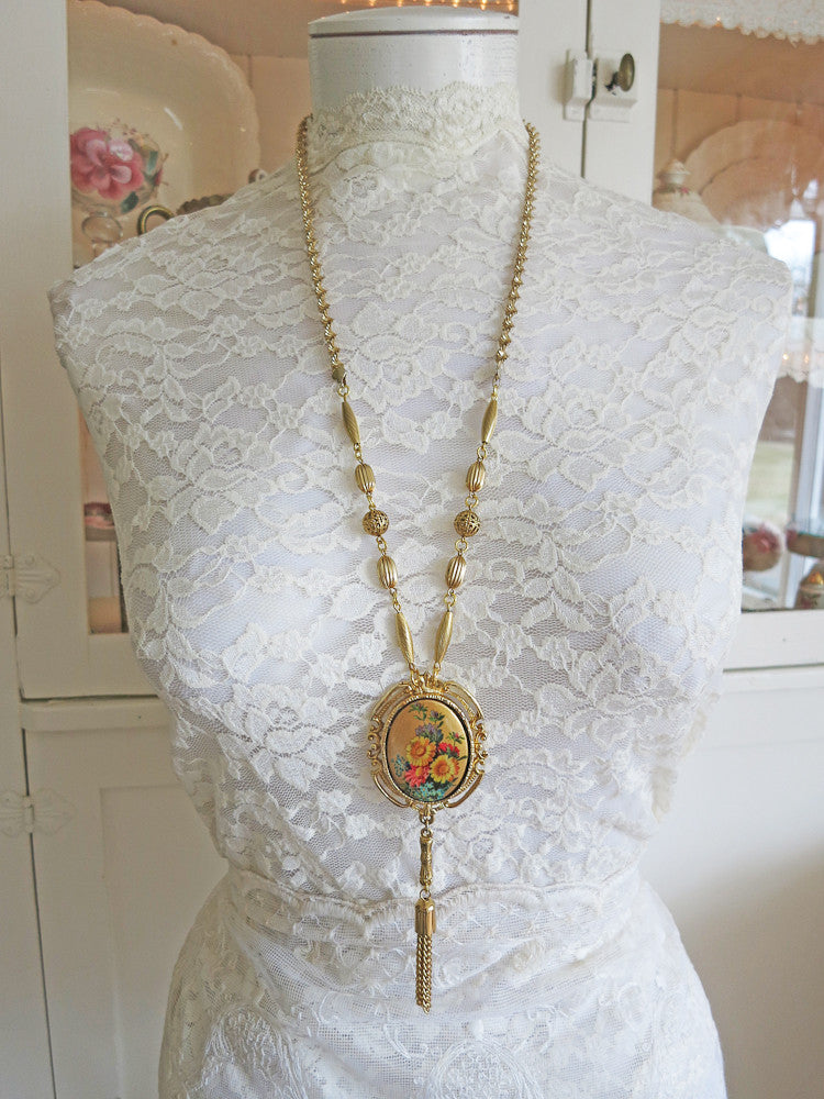 Elegant Golden Tassel Necklace