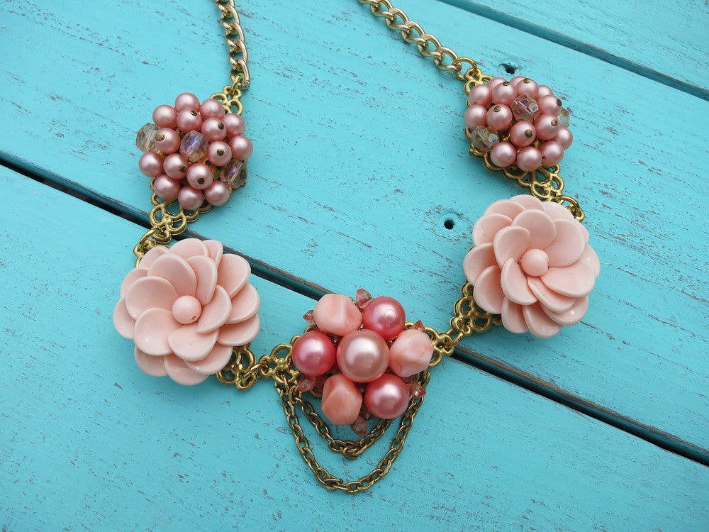 Peaches and Creme Flower Necklace