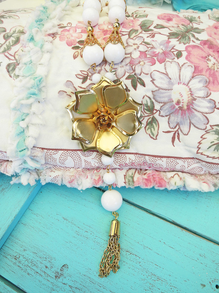 Snow White With Gold Flower Necklace