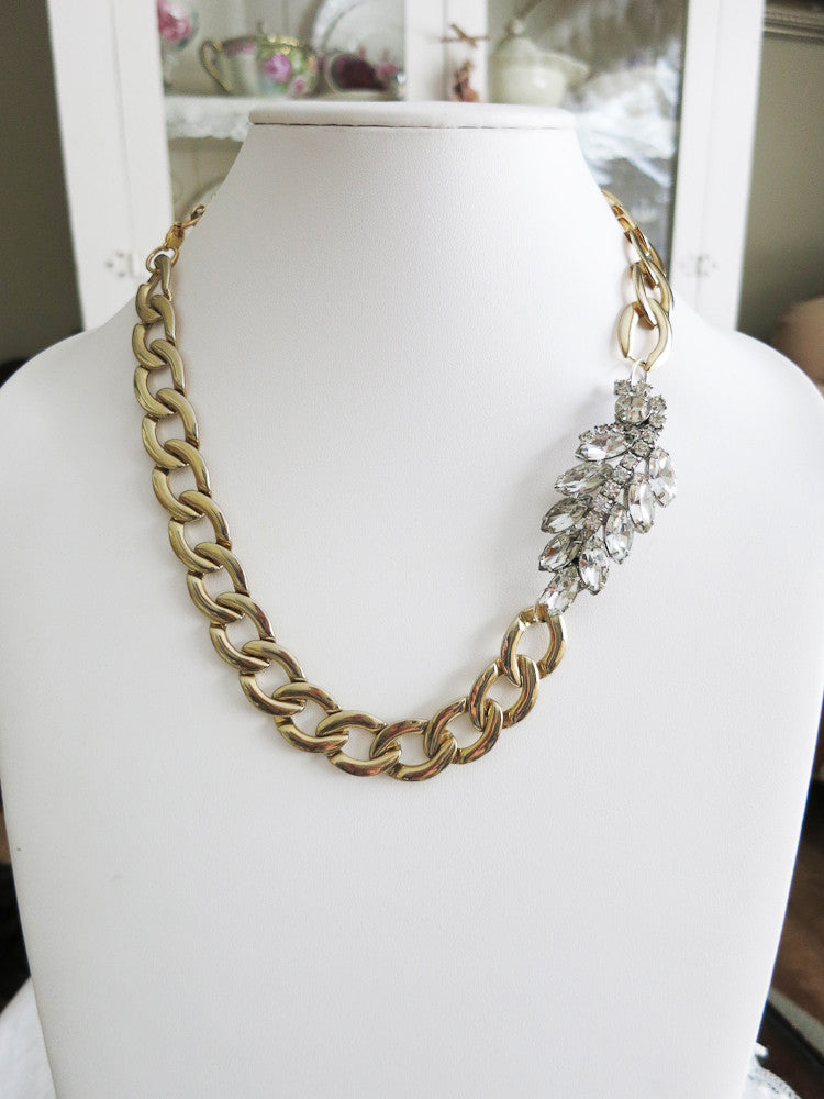 Rhinestone Leaf Necklace With Chunky Chain