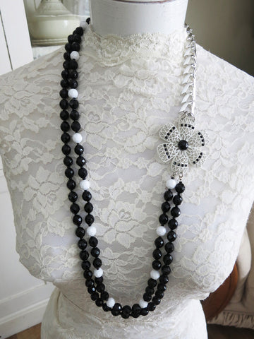 Black and White Beauty Flower Necklace