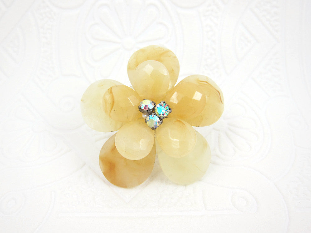 Large Vanilla Flower Ring