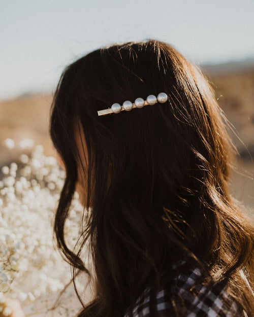 THE ELEGANT PEARL HAIR CLIP IN GOLD