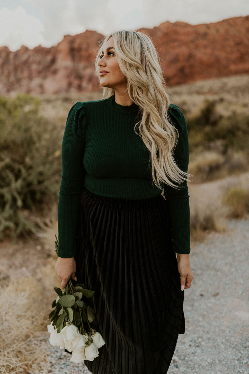 THE FABIA RIBBED PUFF SLEEVE TOP IN FOREST GREEN