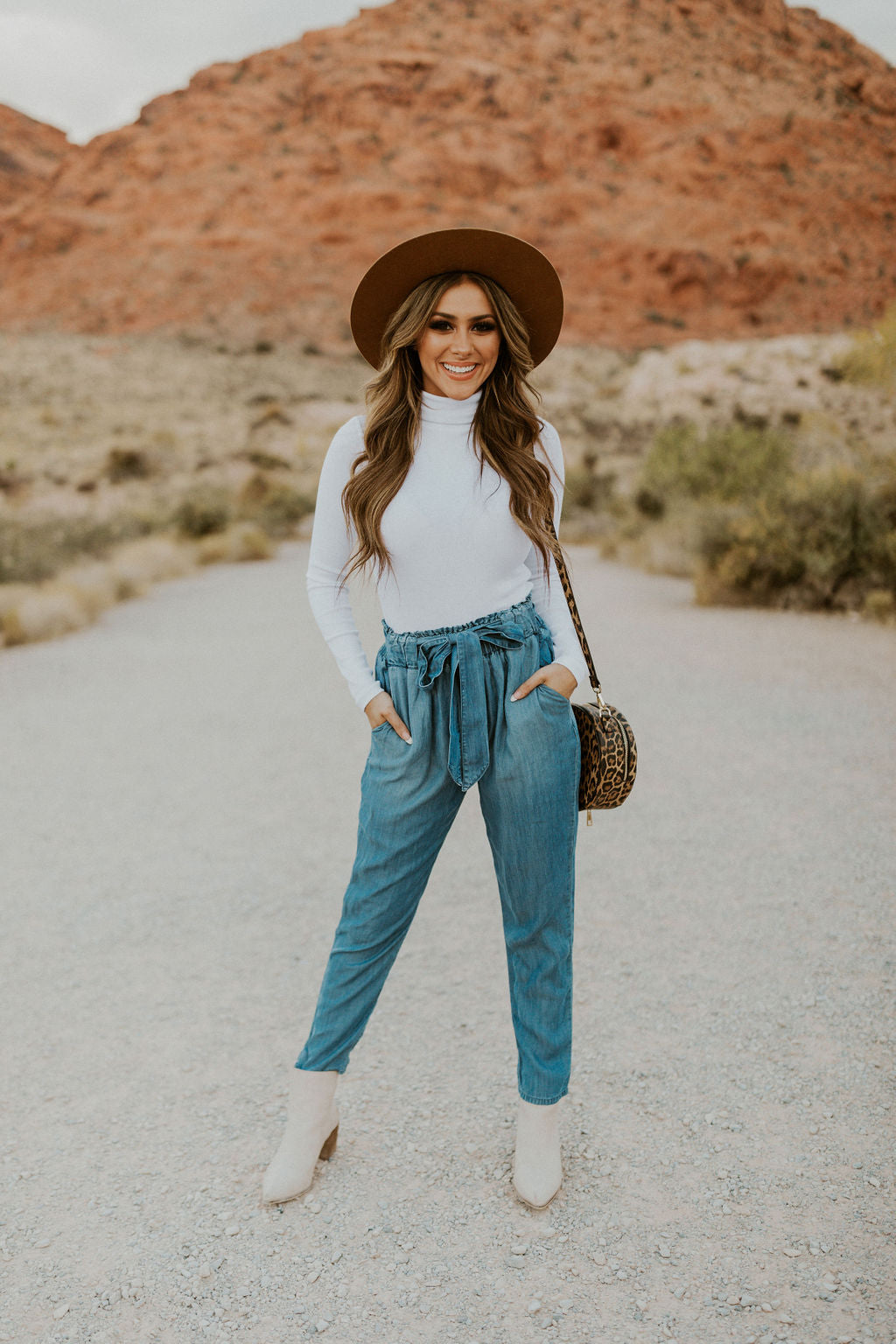 THE CHELSIE CHAMBRAY PEGGED PANTS IN BLUE DENIM