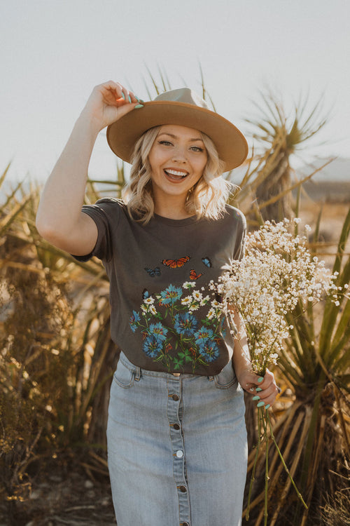 THE PINK DESERT MAGICAL BUTTERFLY GARDEN TEE IN GREY