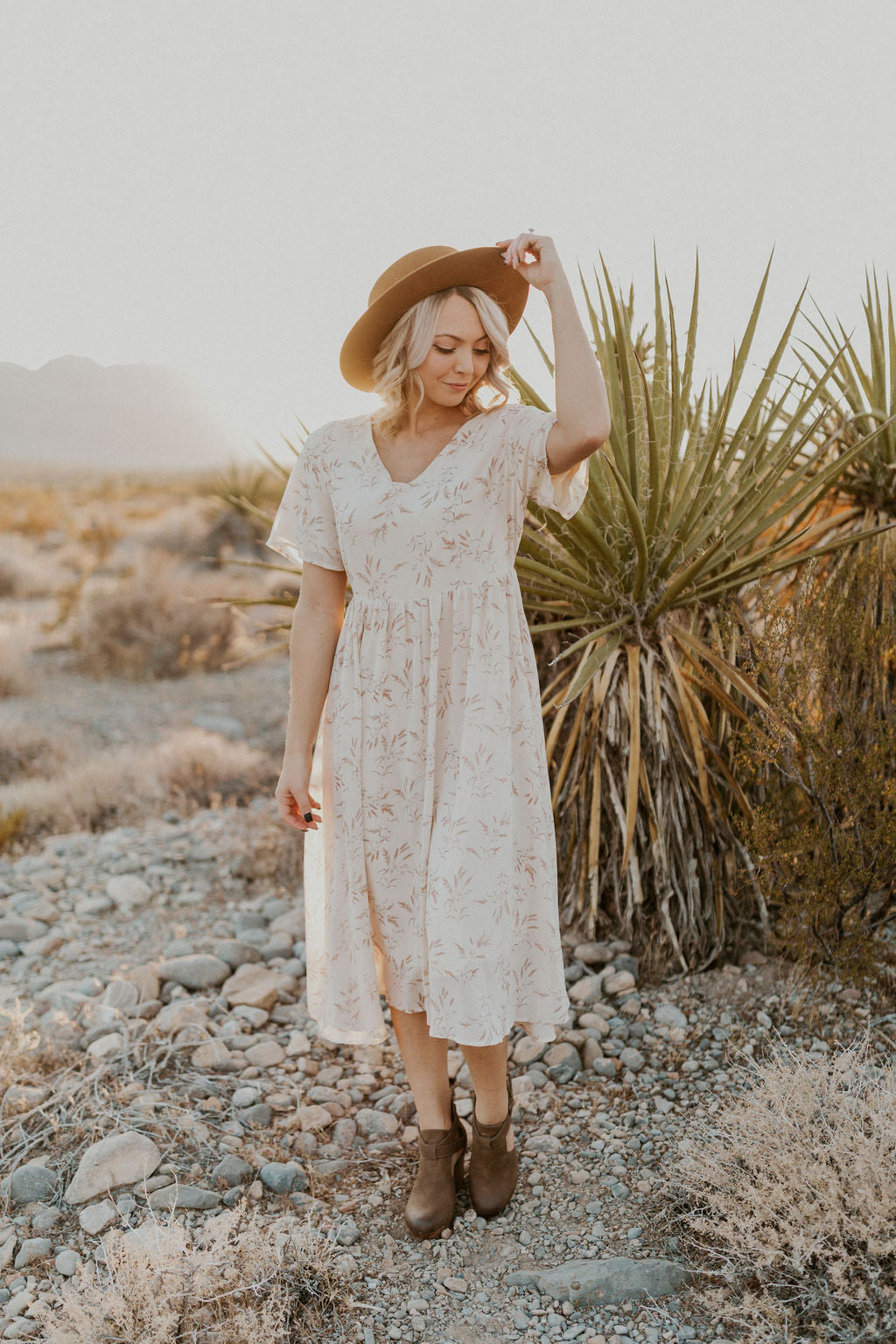 THE NATURALLY PRETTY POMPAS GRASS MIDI DRESS IN CREAM