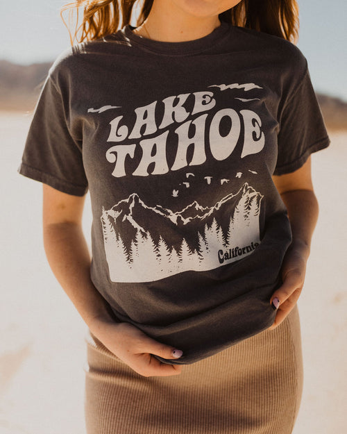 THE LAKE TAHOE GRAPHIC TEE IN WASHED NAVY