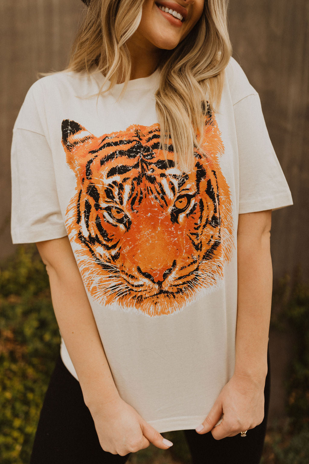 THE RAJA TIGER FACE GRAPHIC TEE IN CREAM