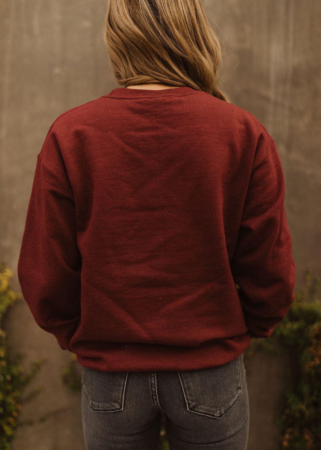 THE HAPPY CAMPER PULLOVER IN BURGUNDY