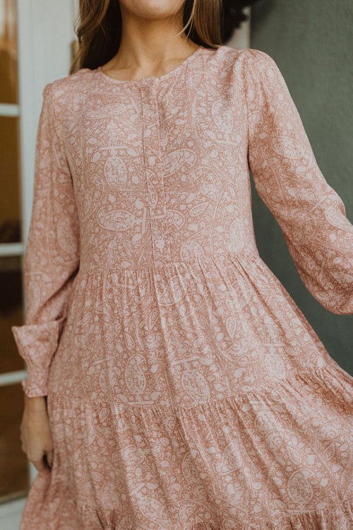 THE PRECIOUS PAISLEY TIERED MIDI DRESS IN MAUVE