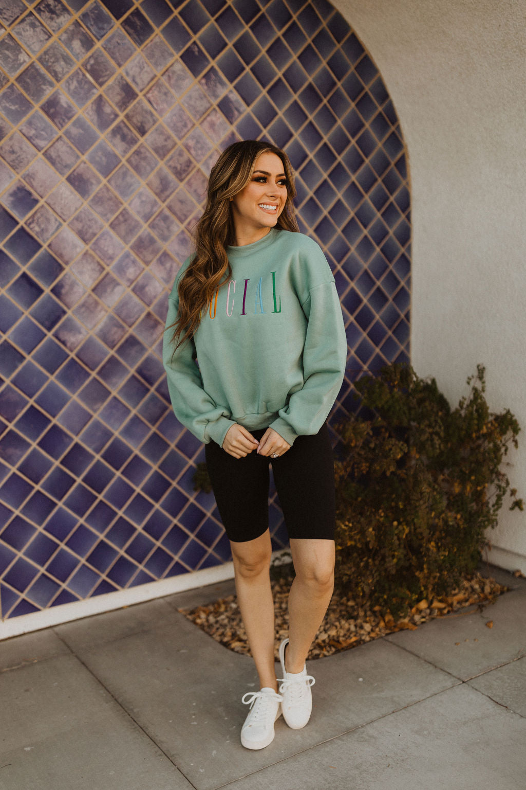 THE SOCIAL GRAPHIC SWEATSHIRT IN SAGE