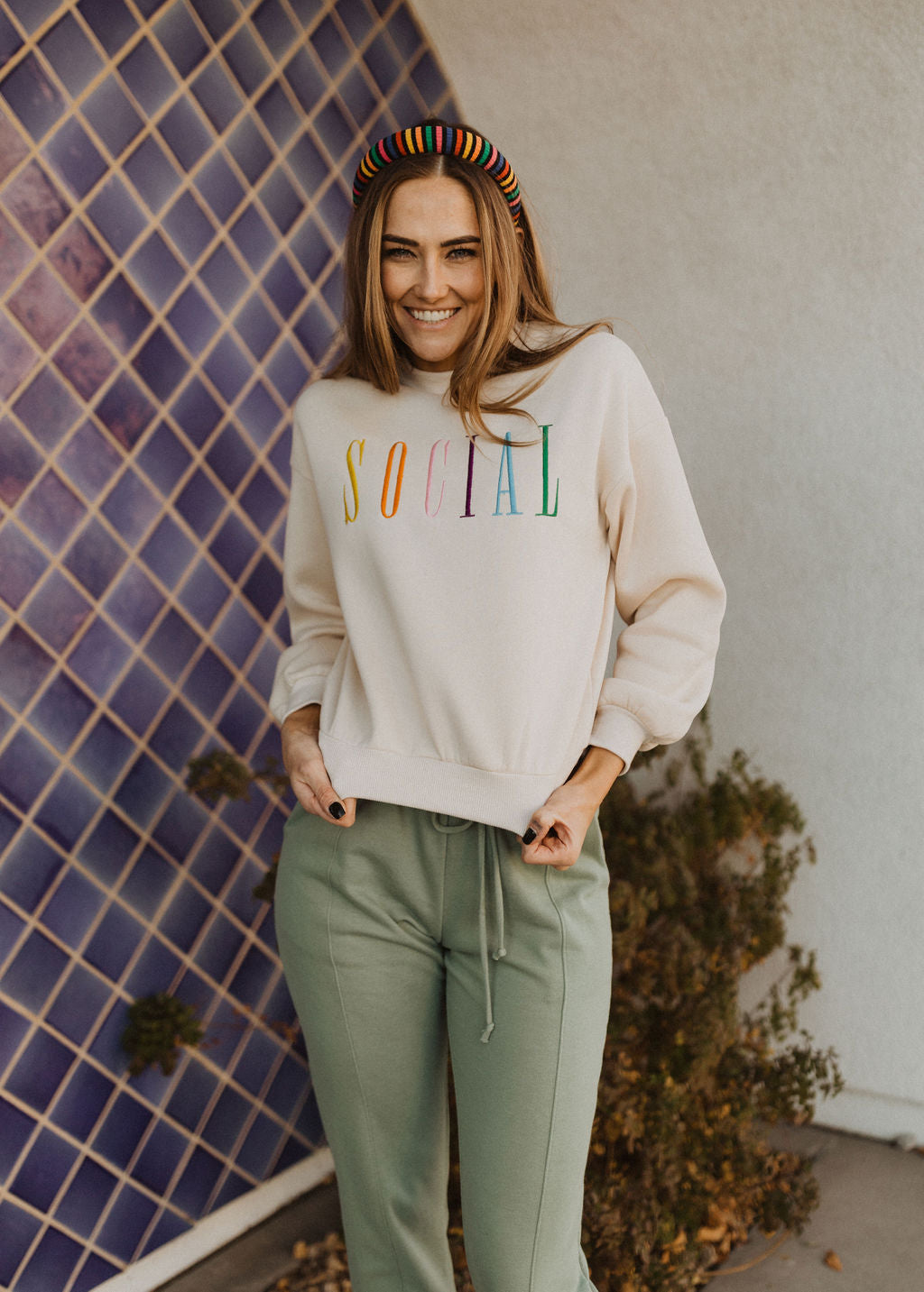 THE SOCIAL GRAPHIC SWEATSHIRT IN CREAM
