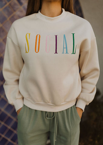 THE LIVIN ON THE BRIGHT SIDE PULLOVER IN LIGHT BLUE