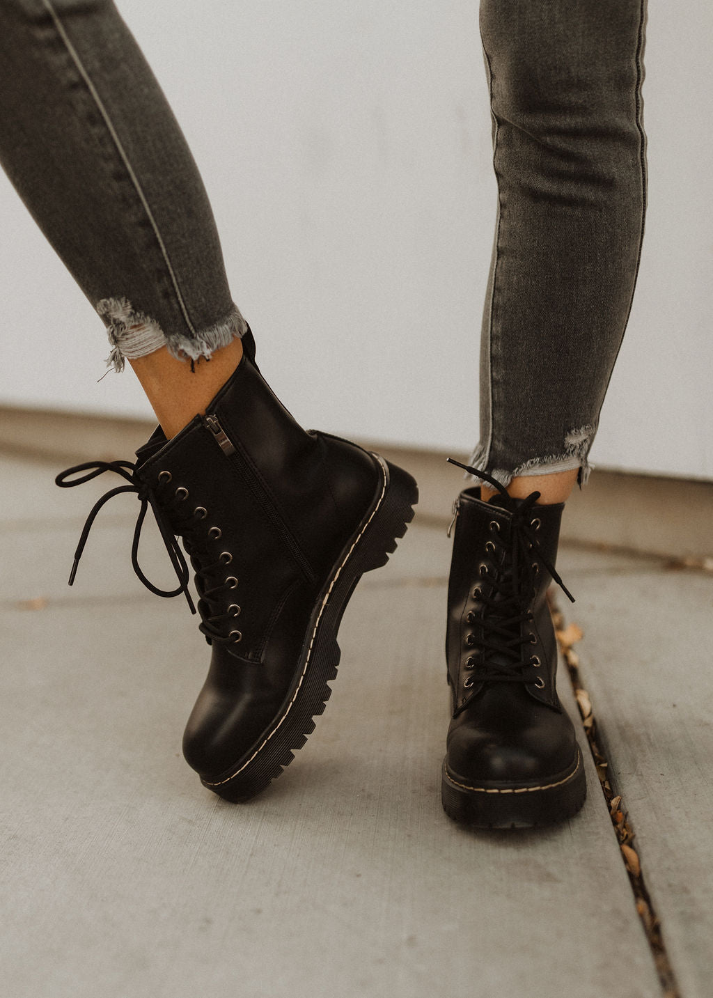 THE CONQUEST COMBAT BOOTS IN BLACK