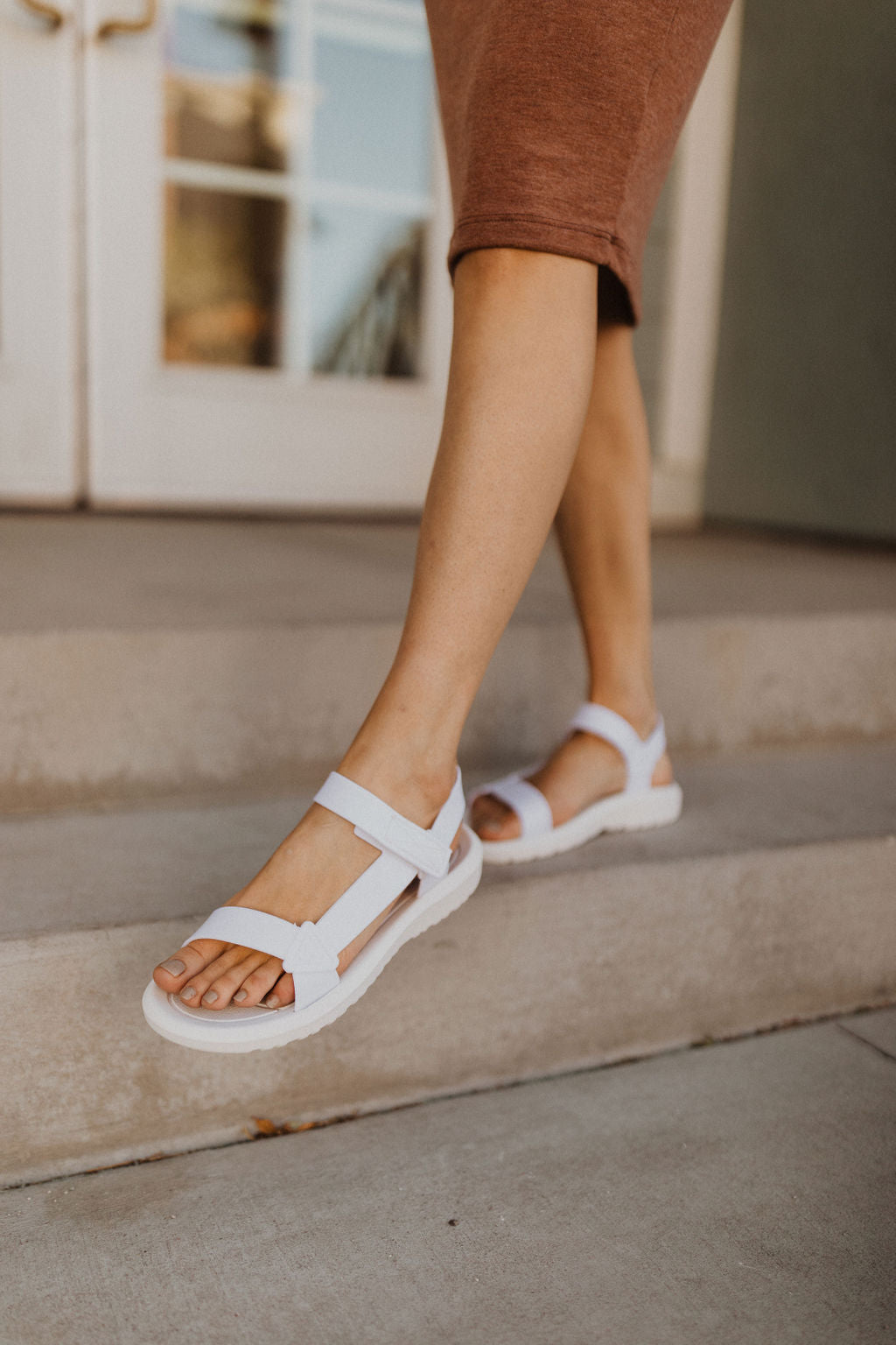 THE SANTORINI T-STRAP SANDALS IN MARSHMALLOW
