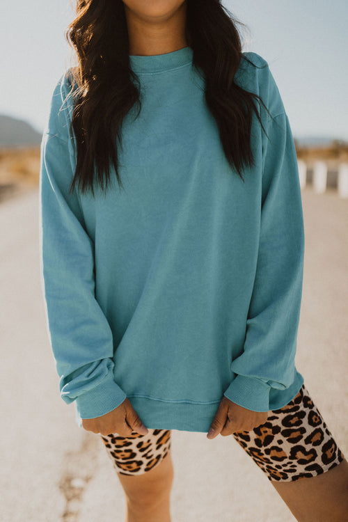 THE THROWBACK PULLOVER IN VIBRANT BLUE