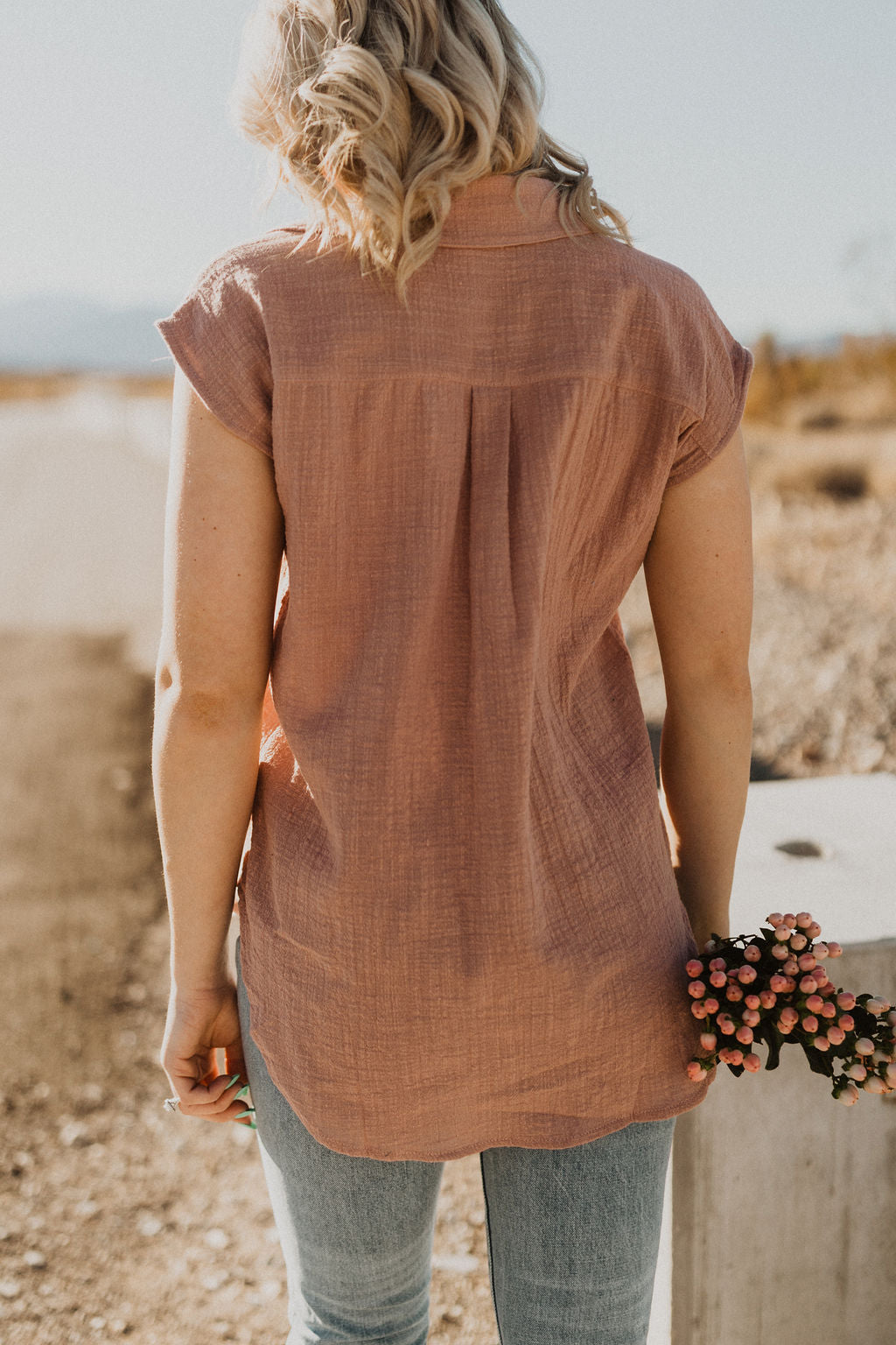 THE THATCHER BUTTON DOWN TOP IN DESERT ROSE