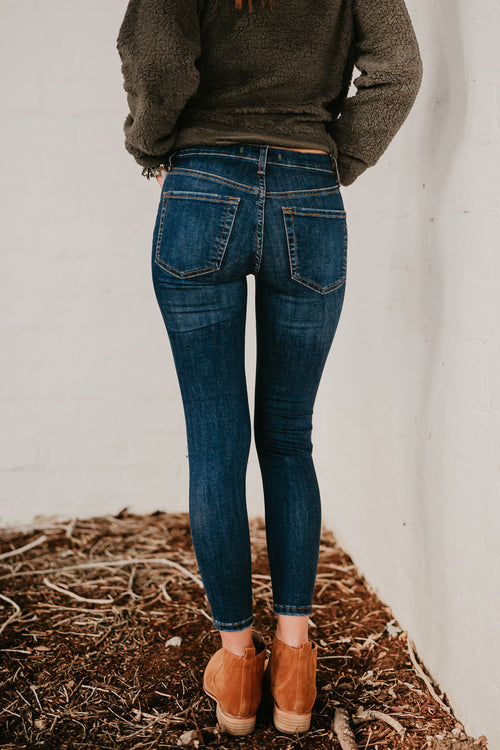 FREE PEOPLE KNEE BUSTED SKINNY IN DARK BLUE