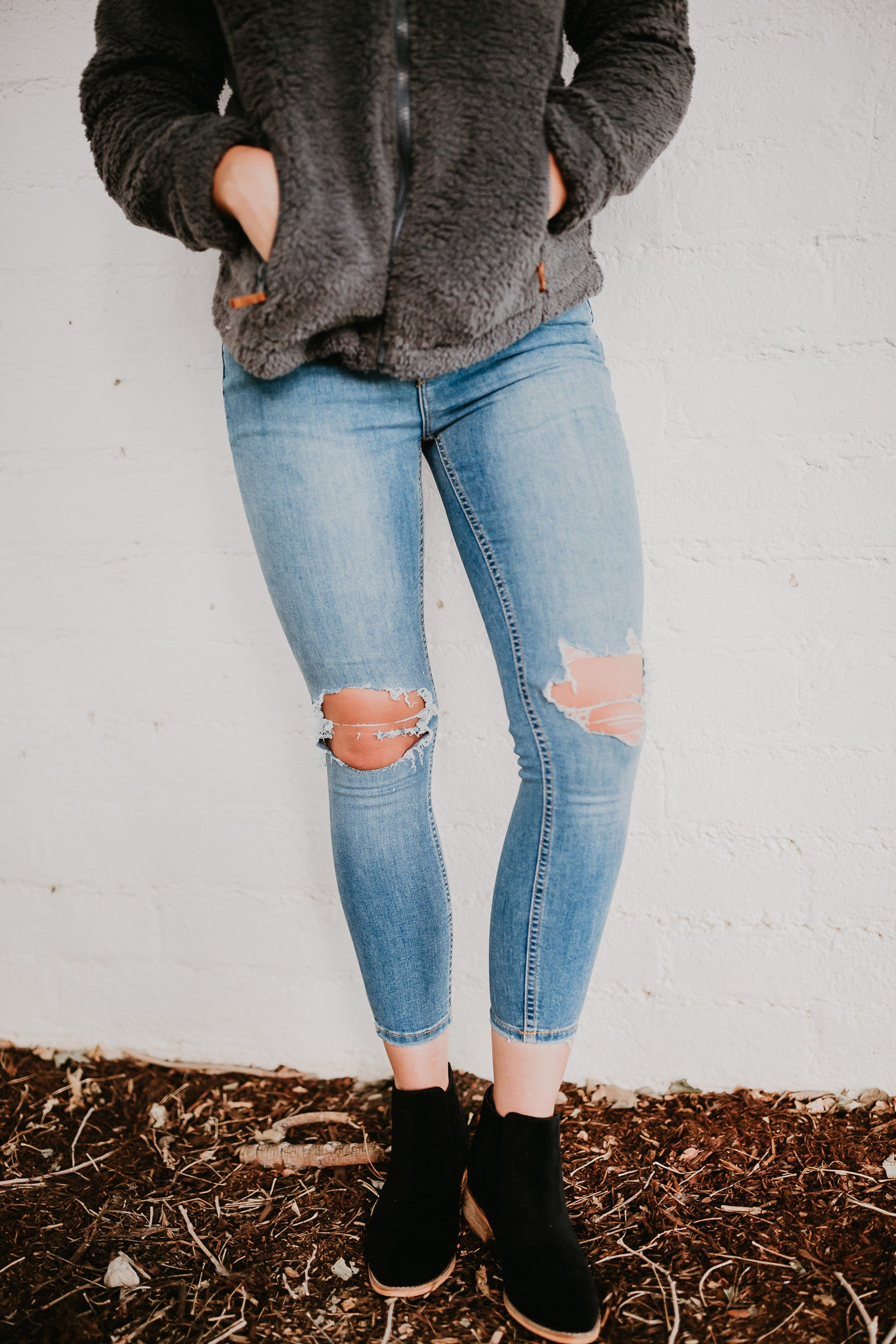 FREE PEOPLE KNEE BUSTED SKINNY IN LIGHT DENIM