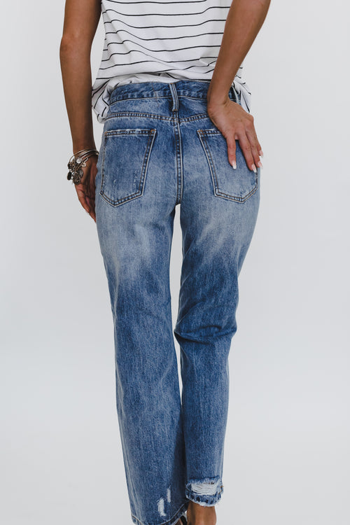 THE HIGH RISE MOM JEAN IN MEDIUM WASH