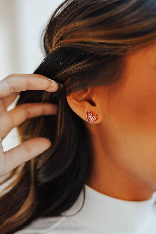 THE STUD HEART EARRINGS IN RED