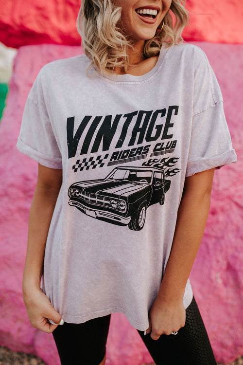 THE VINTAGE RIDERS CLUB GRAPHIC TEE IN LAVENDER