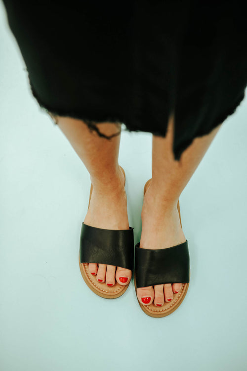 THE LIZZIE SANDAL IN BLACK