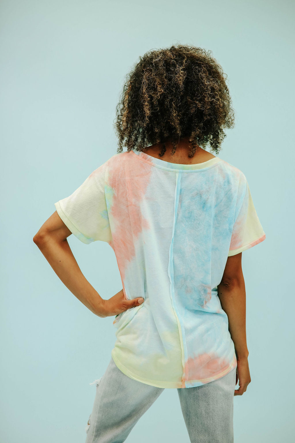 THE TRISTAN TIE DYE TOP IN PEACH MIX