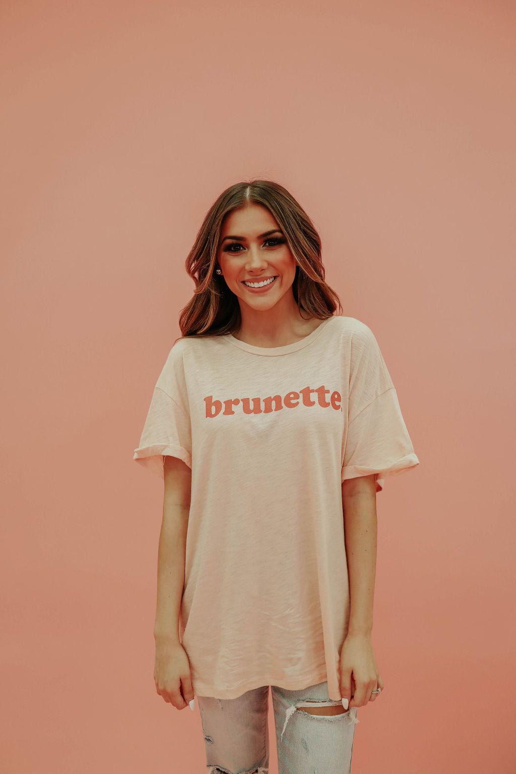 THE BRUNETTE GRAPHIC TEE IN PEACH