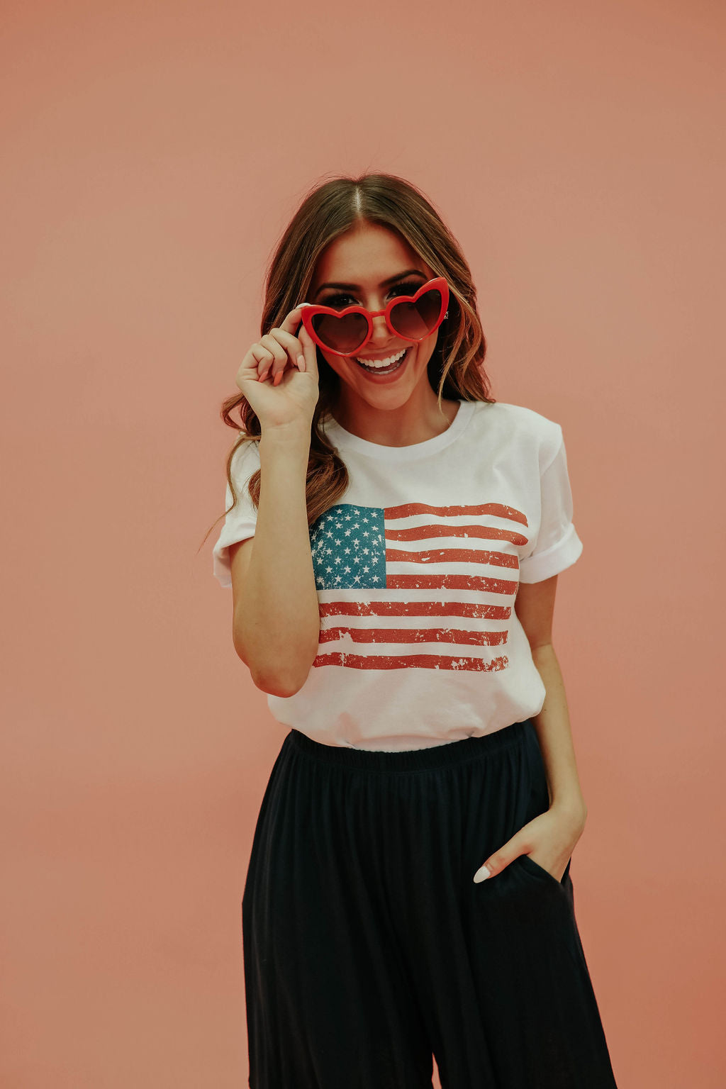 THE AMERICAN FLAG GRAPHIC TEE IN WHITE