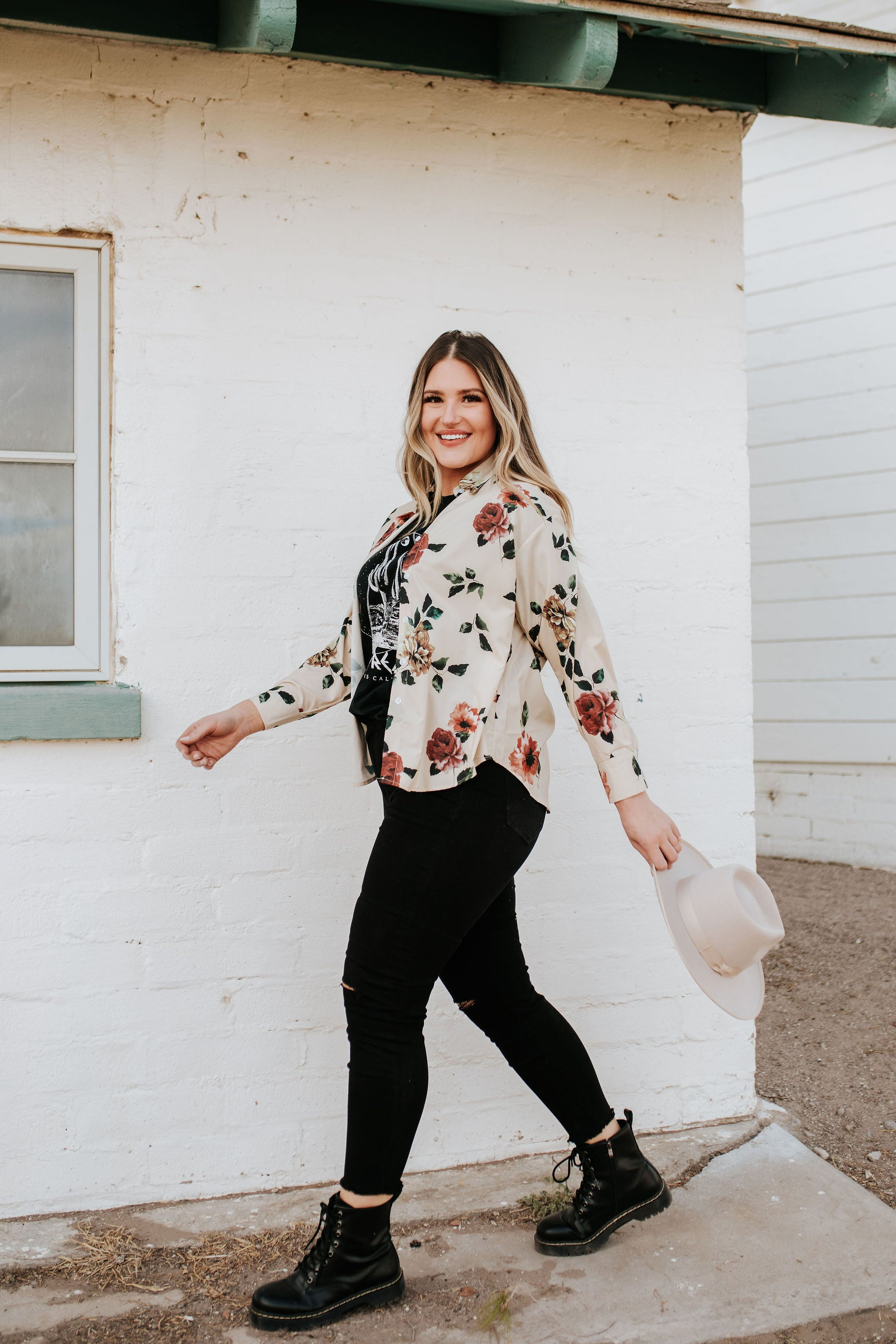 THE FRIEDA FLORAL BUTTON DOWN TOP IN BEIGE