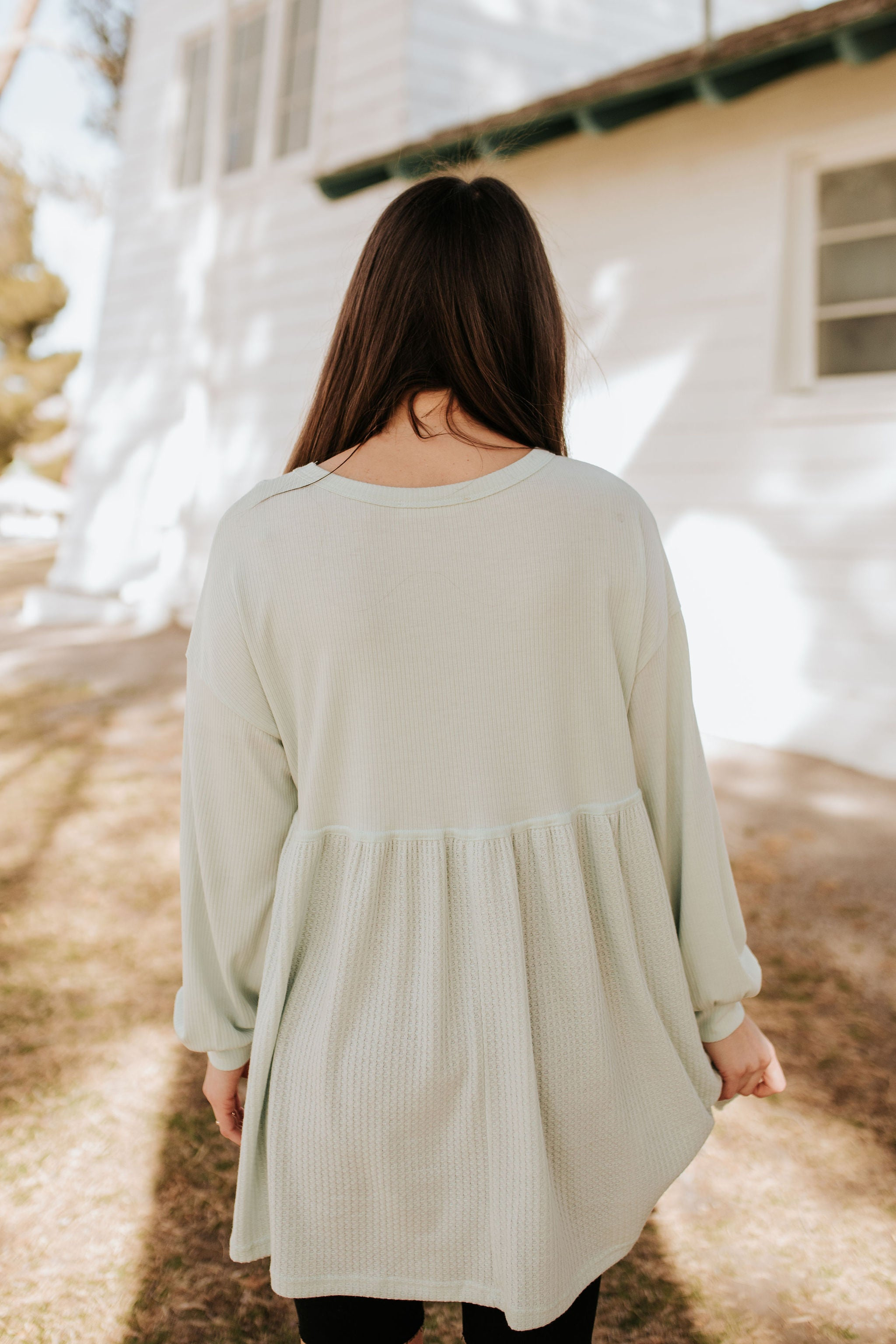 THE PEACEFUL TUNIC TOP IN MELLOW GREEN
