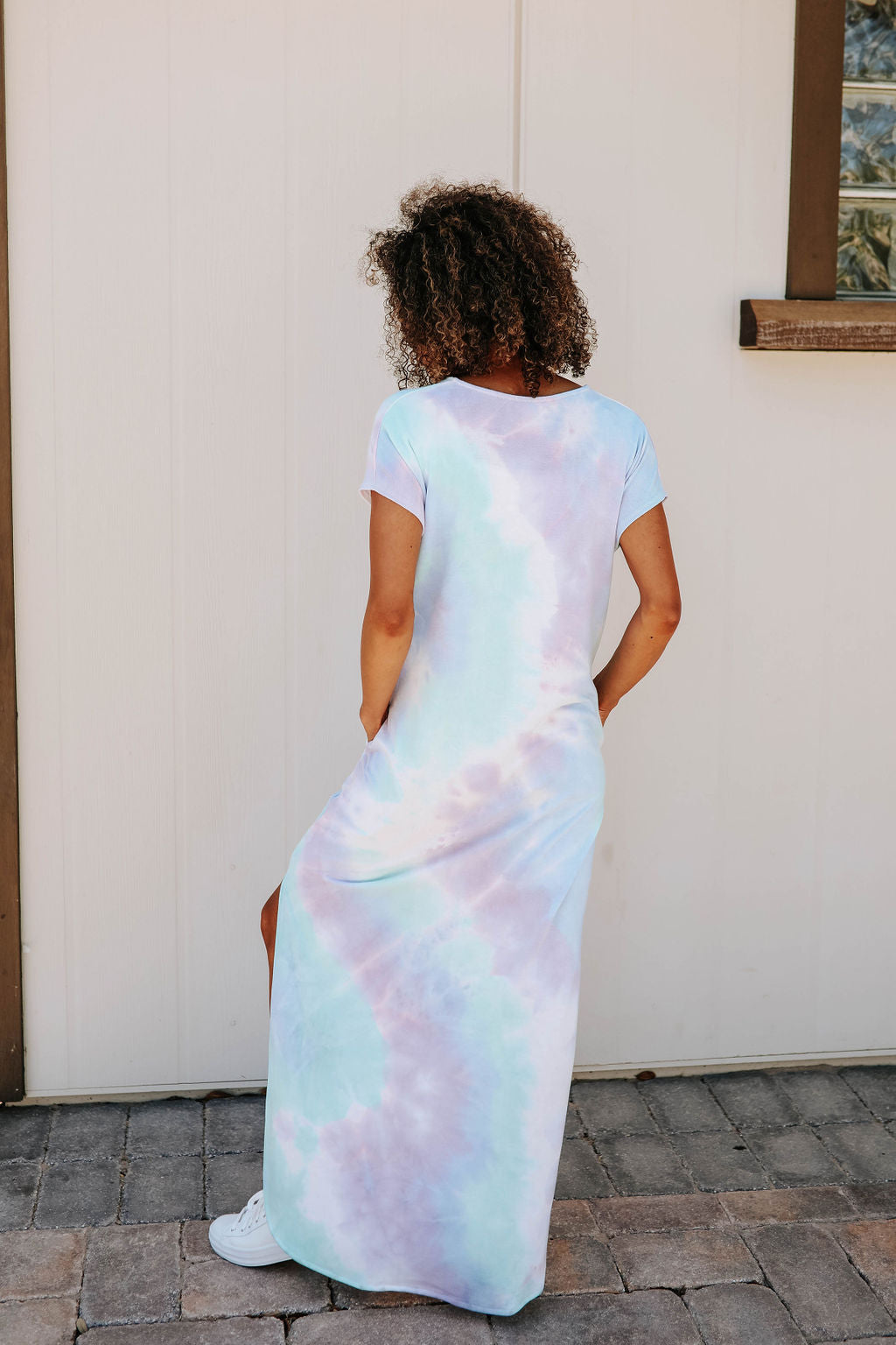 THE JAYLEE TIE DYE MAXI JERSEY DRESS IN PURPLE/GREEN MIX