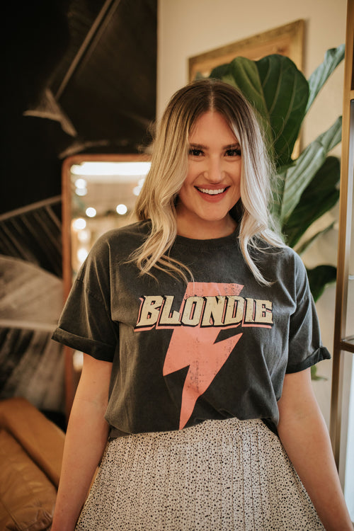 THE BLONDIE PINK BOLT GRAPHIC TEE IN CHARCOAL