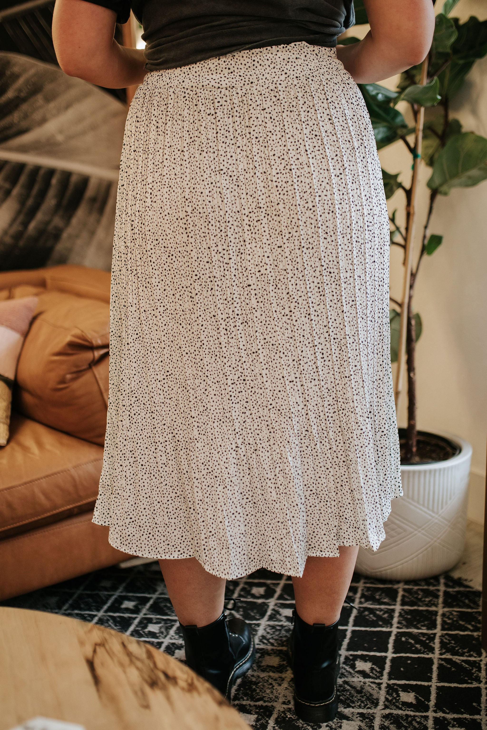 THE SHEANA SPOTTED PLEATED SKIRT IN IVORY