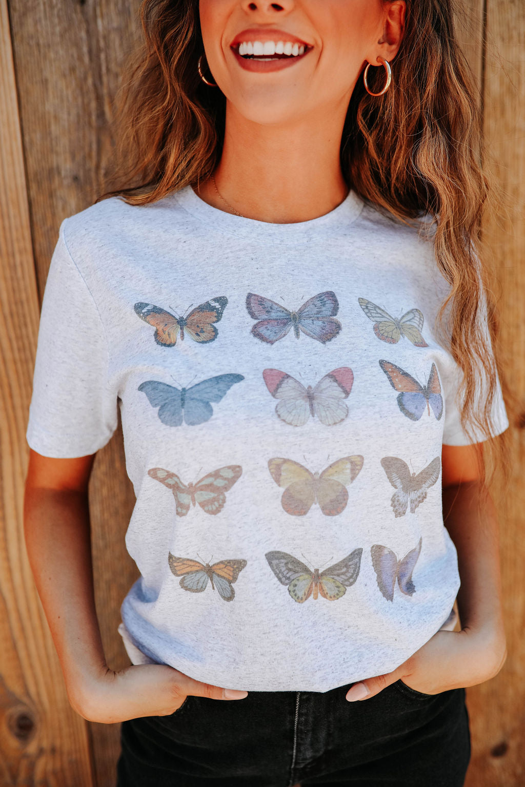 THE BUTTERFLY GRAPHIC TEE IN LIGHT GREY