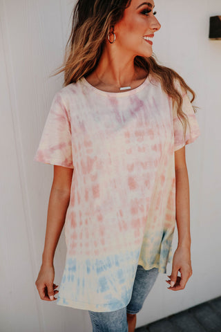 THE USA GRAPHIC TEE IN BLUE TIE DYE