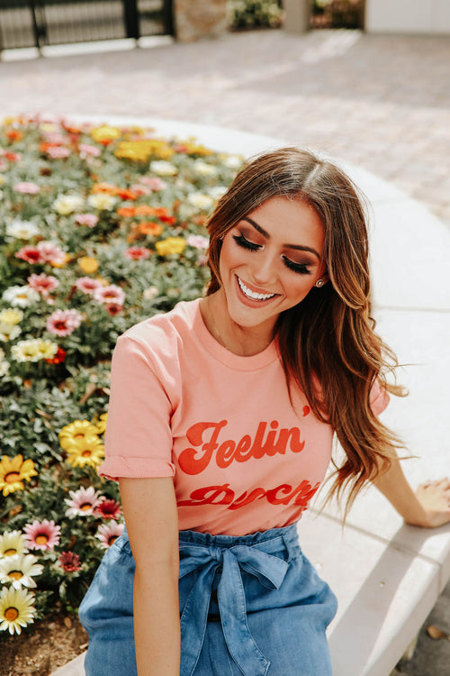 THE FEELIN' PEACHY GRAPHIC TEE IN SUNSET