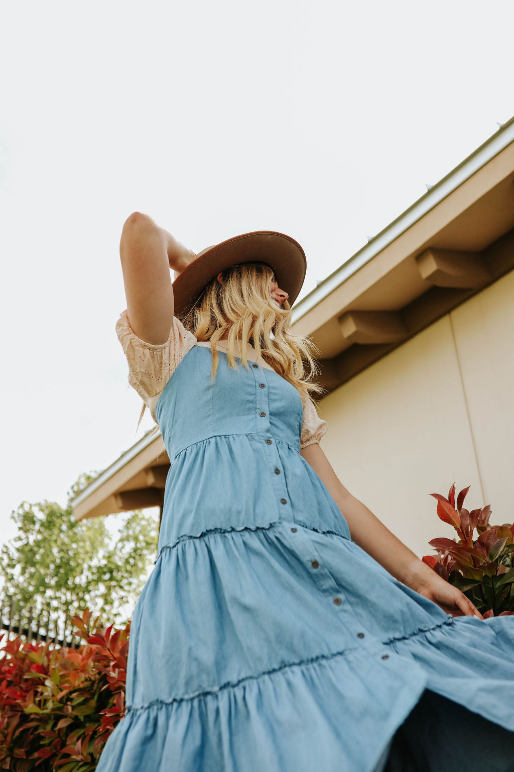 THE WAVERLY SLEEVELESS DRESS IN DENIM