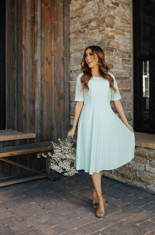 THE MELISSA SHORT SLEEVE DRESS IN MINT