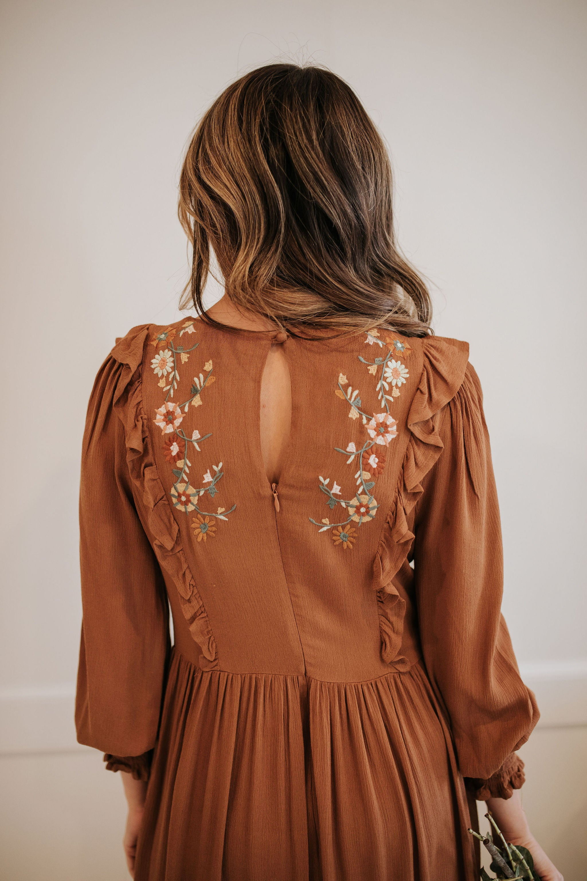 THE TYLEE EMBROIDERED MIDI DRESS IN TOFFEE
